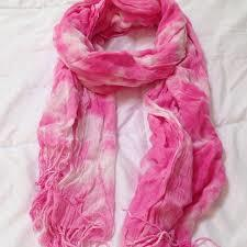 What should i wear with this scarf?