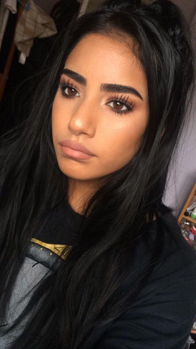Thin or thick eyebrows?