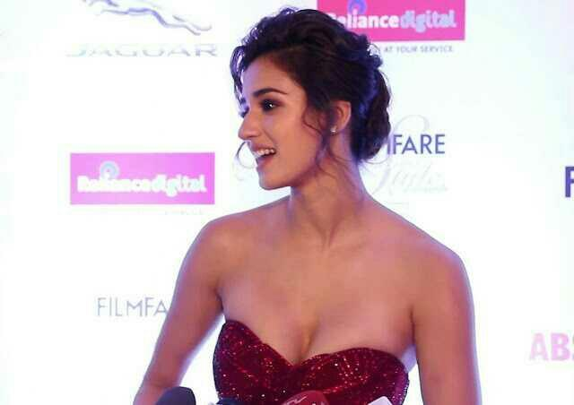 DISHA PATANI What cup size do you think she is??