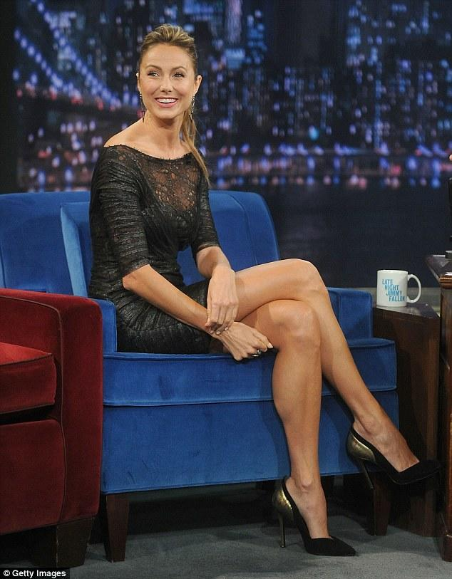 Why do women always sit with their legs crossed? | Yahoo ...
