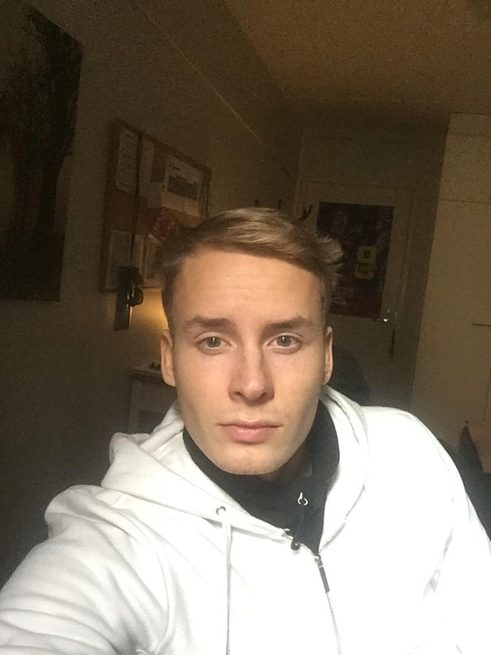 Girls, What u think about my jaw? Do i have small jaw or ?