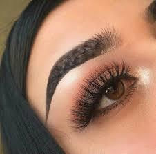 Why do girls in 2017 like to use those eyebrows that look like an inversed Nike logo?