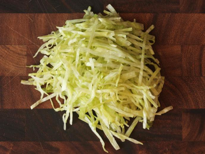 Do you like leaf lettuce or shredded lettuce on your burger?