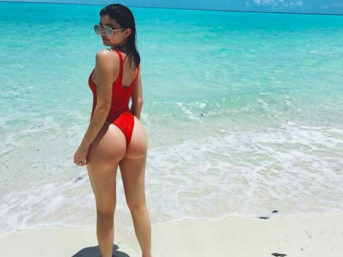 Big Ass Vs Big Boobs, if you could only have??