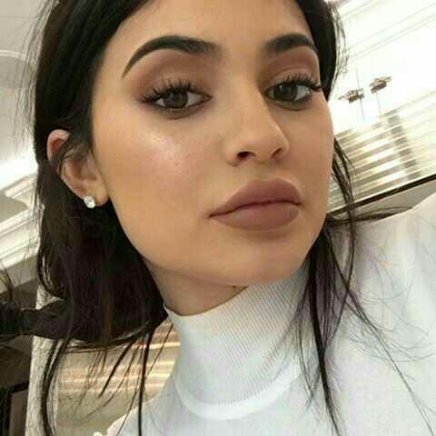 Guys, do you prefer natural or bigger lips??