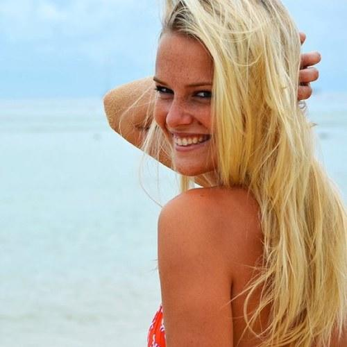 Rate the looks of this female model/reality TV contestant?