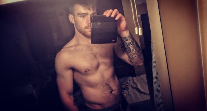 Using topless photos on Tinder? Yes or No??