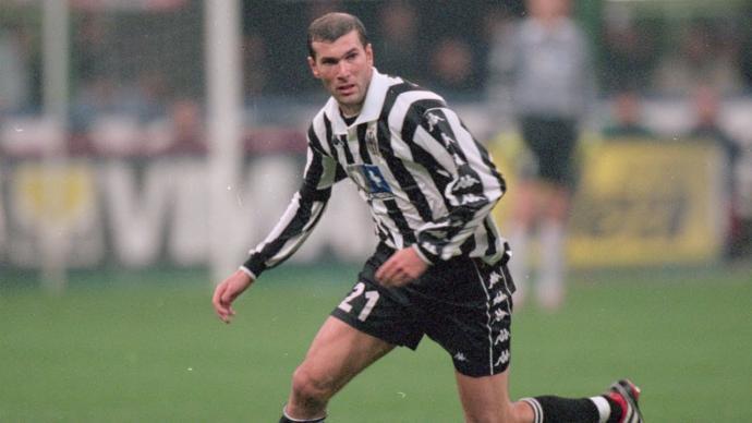 Zinedine Zidane vs Andres Iniesta. Who is the ultimate Maestro?