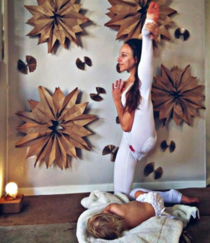 Mom-Of-Three Breastfeeds And Free-Bleeds While Doing Yoga, What are your thoughts on this?