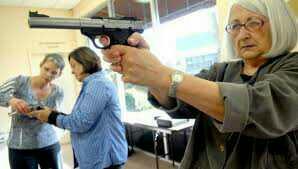 Do you think is a good idea that teachers should carry guns ???