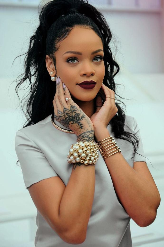 Is Rihanna (With Make Up) The Most Beautiful Black Woman Of The Generation?