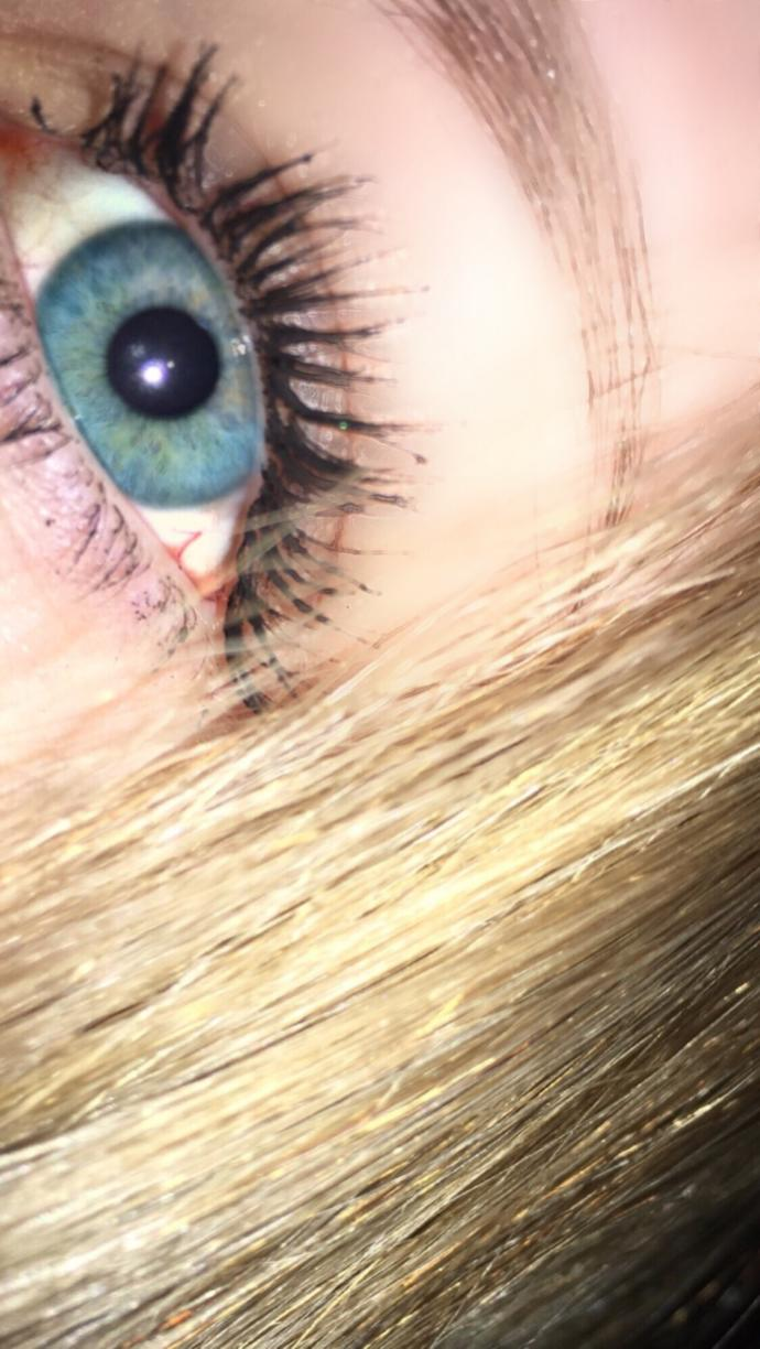 What color eyes do you have/ and or want? (Send pics if ya want🙃)?