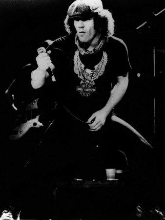 Calling all AC/DC fans!! who do you think was the best singer for the band?