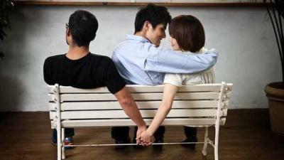 Dating a girl who still loves her ex
