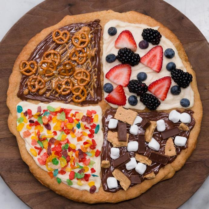 """Does this sugar cookie """"pizza"""" look tasty to you?"""