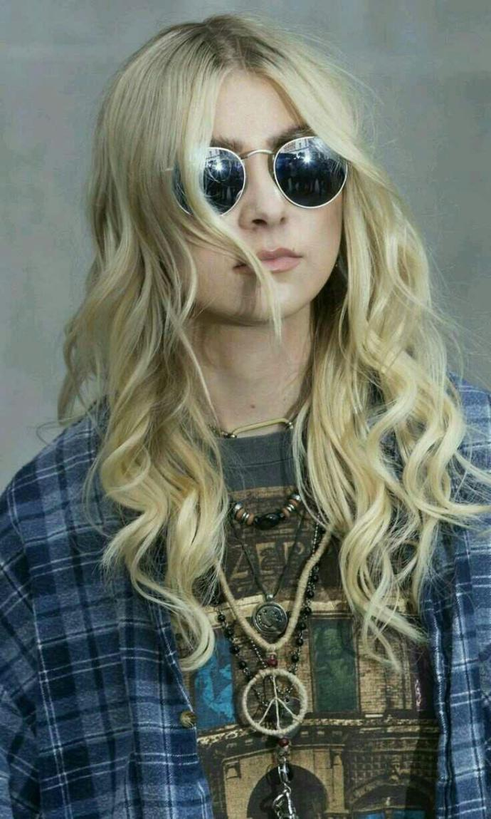 Do you like Taylor Momsen and her band?