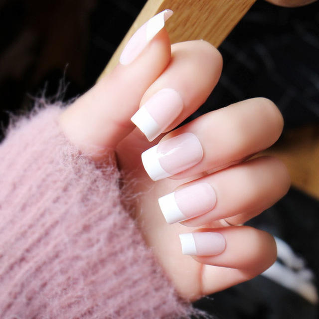 Guys! Do you prefer girls' nails to be short, medium, or long? Also, do you like fake nails, or do you prefer girls' nails to be natural?