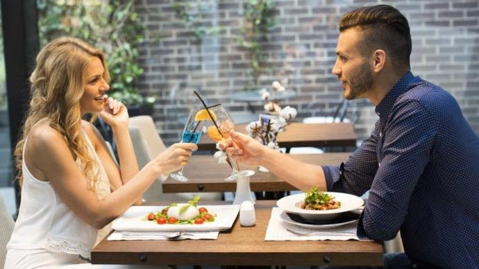 Is it wrong to expect your date to pay for your meal while on a date?