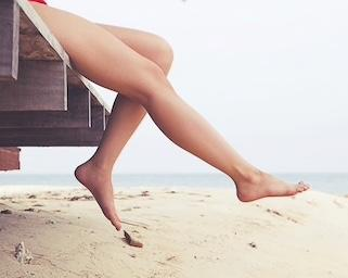 Guys, is it a dealbreaker for you if a potential partner doesn't regularly shave her legs?
