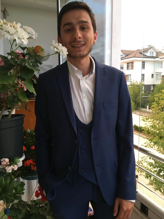 Girls, Suit up😂 Do u wanna rate me?