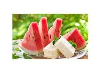 Do you like eating watermelon with cheese and bread?