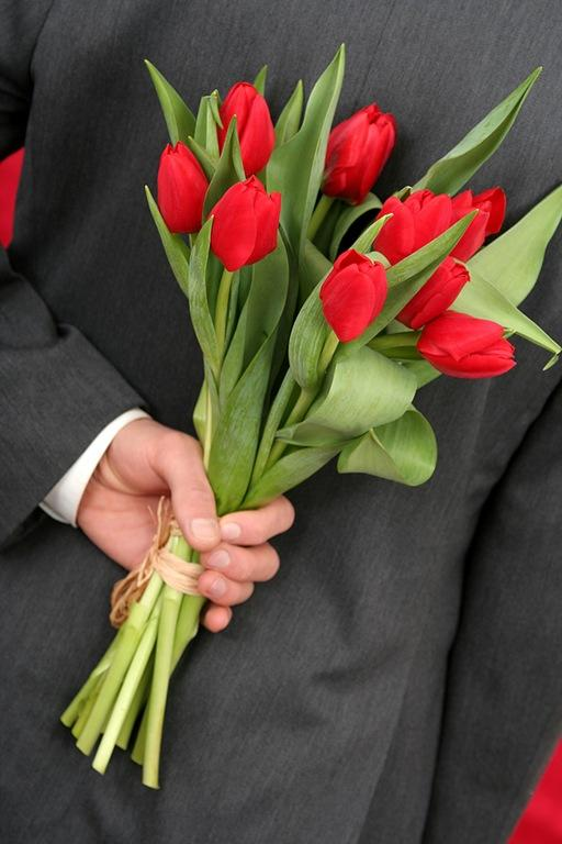 Girls, if a guy shows up with flowers on a first date, are you flattered or freaked out?