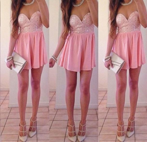 Fashion Poll-------Which outfit do you like the best?