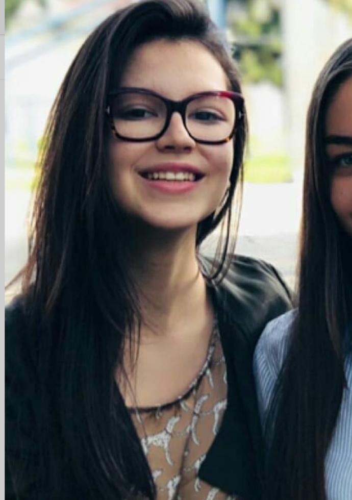 Which pretty girl looks more attractive?