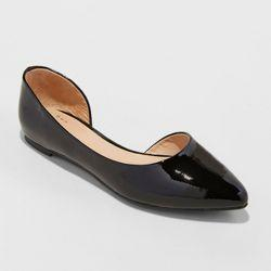 Feminine shoes without a heel?