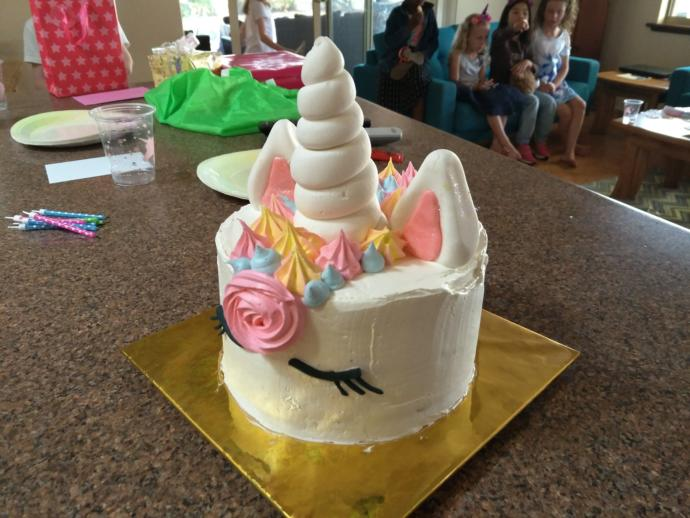 Do you like the unicorn cake that I made for my daughters birthday?