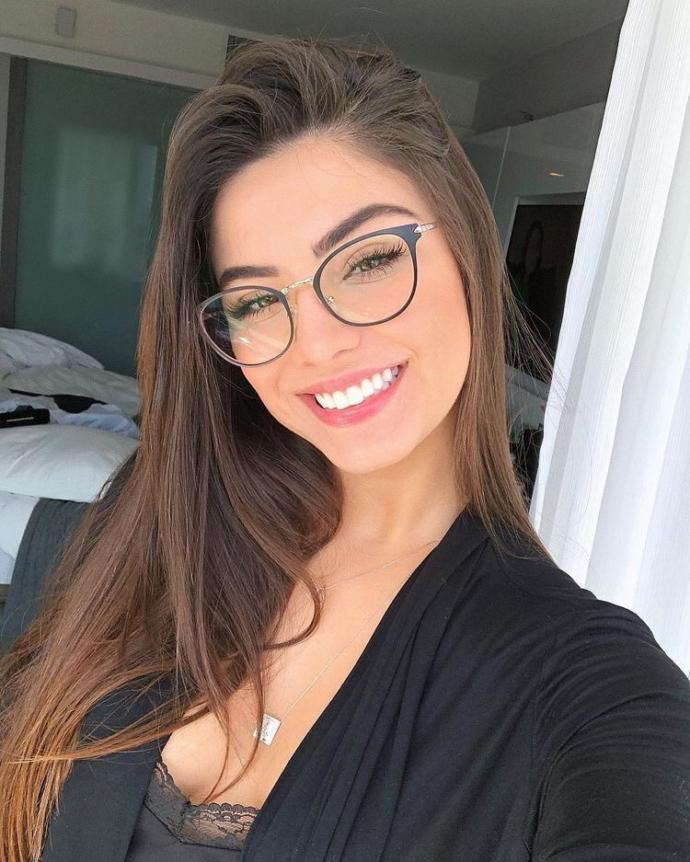 Do you like it more when girls wear contacts or glasses?