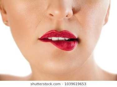 What Does It Mean When Girls Bite Their Lips Girlsaskguys