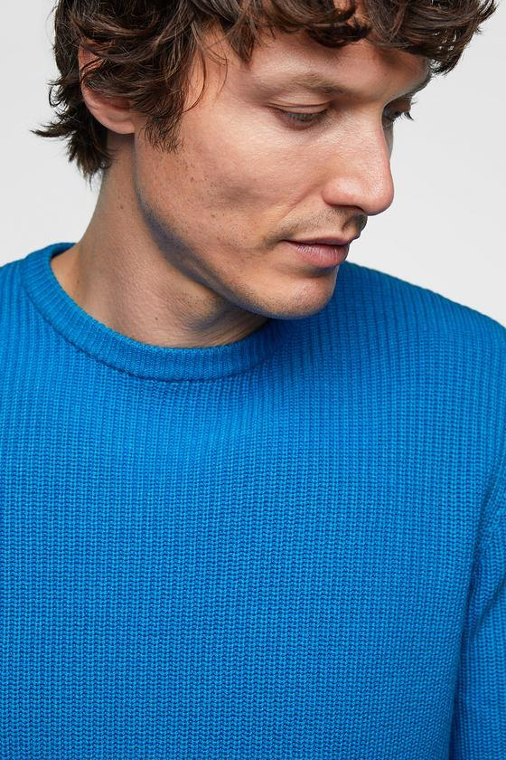 Do you like the color or this men's sweater?