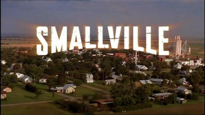 Which town was used for the filming of Smallville during the meteor shower and the initial opening credit scene?