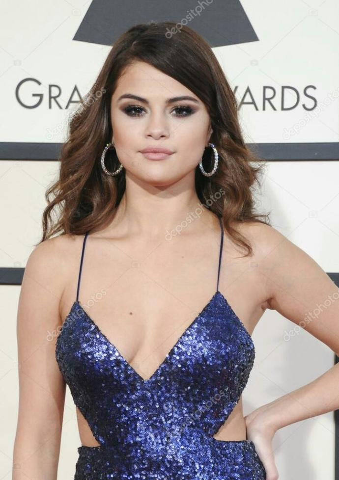 How would you rate Selena Gomez's face?
