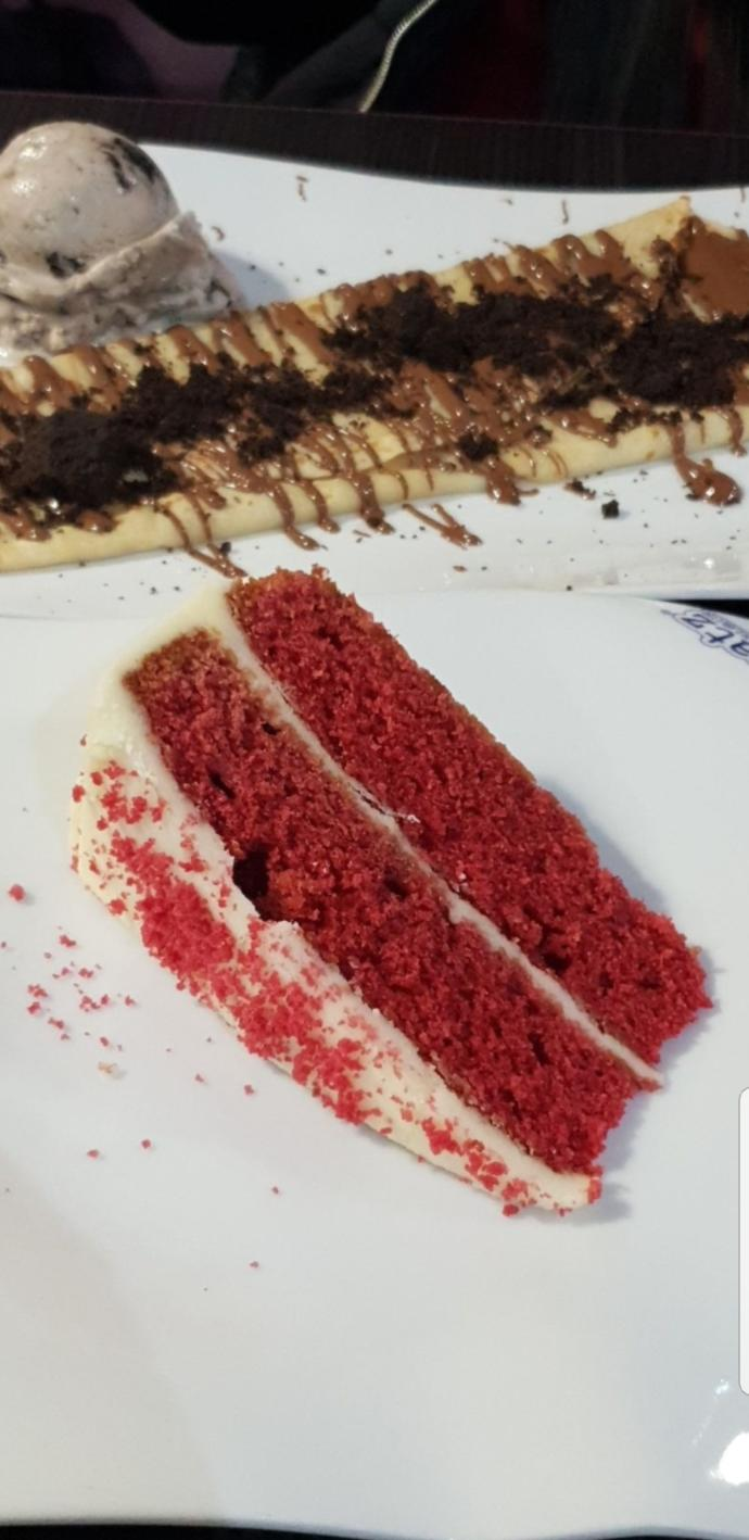 What frosting is used on top of red velvet cake?