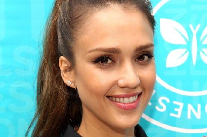 Who do you think is prettier or better looking - Jessica Alba or Beyoncé?