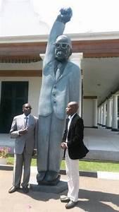 Robert Mugabe with his 'statue'