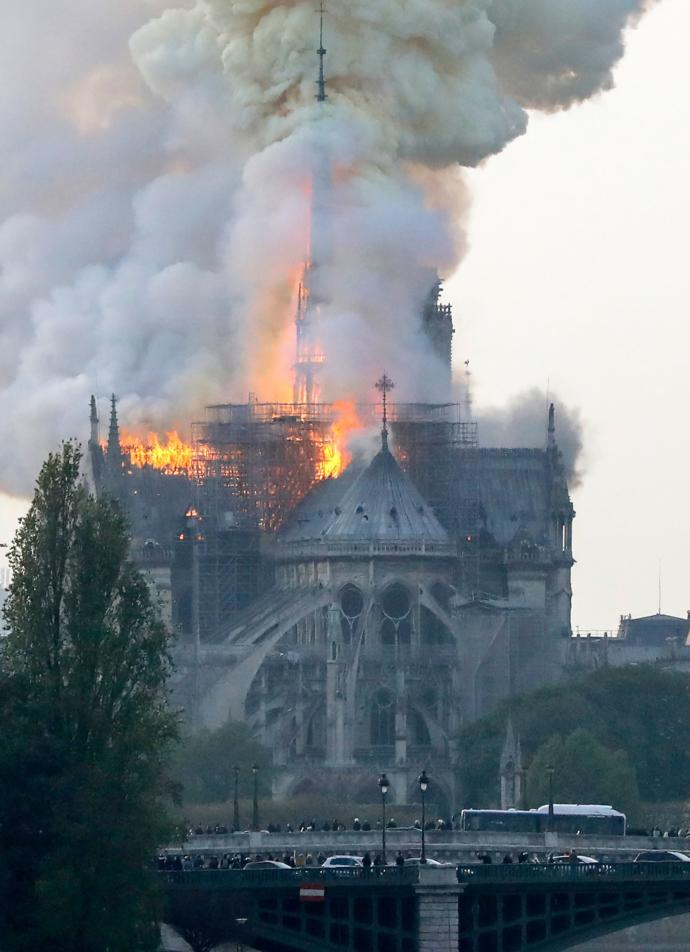 Notre-Dame building collapses in flames?