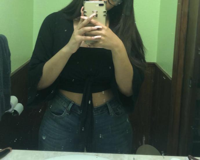 Found a pic from 25 pounds ago god I miss my flat tummy 8( any other girls have pics of when they were thinner and thought they were fat lol?