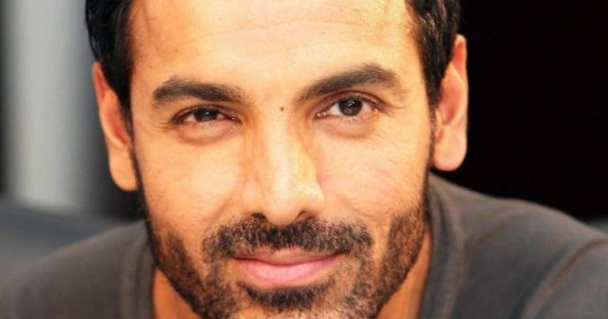 john abraham pushing fans - HD 2880×1620