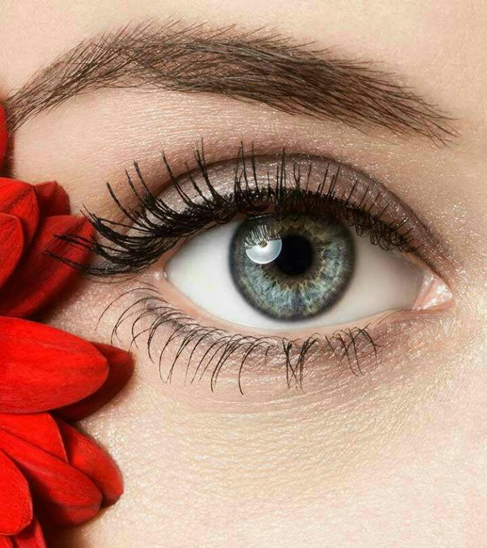 What do you call this eye color (between green and blue)?