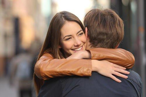 Is it better to go in for a hug or a handshake when meeting a girl for a date?