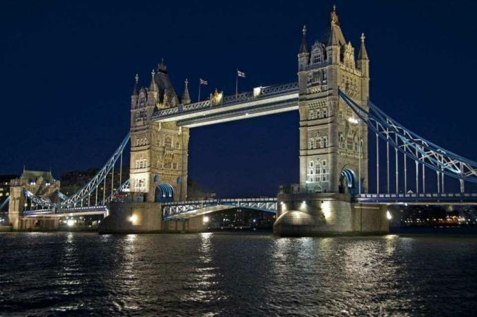 Which bridge do you like better at night??