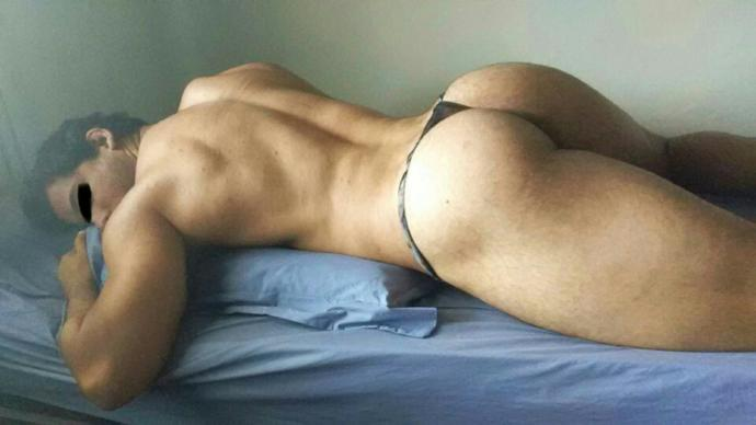 Ladies, would you keep dating a guy who takes pics like these?