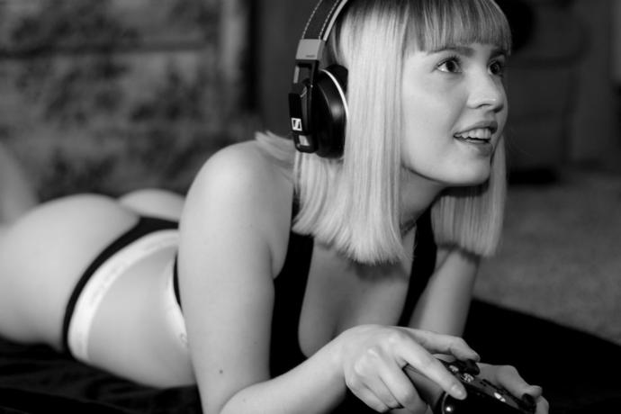 Would you date someone who plays video games for a living?