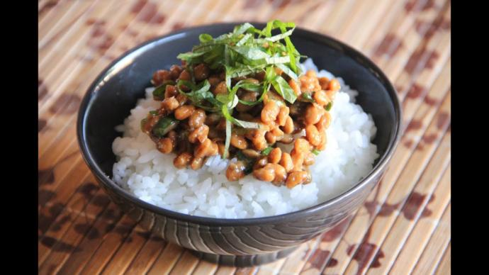This is homemade Natto. I'm sure it is better than what I'm eating.