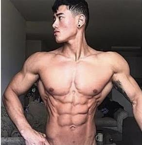 Let's settle this, girls do you prefer the v-taper physique or the more balanced/square look?