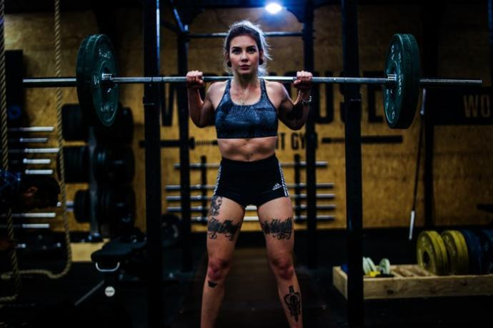 When in the gym, do you do cardio, weights, or both? Do you think both are a must for your goal (either fat loss or ganing muscle) or is one just enough?