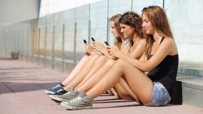 Why are women social media addicts?